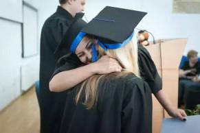 在线学生寻求互动,期望快速拿到学位