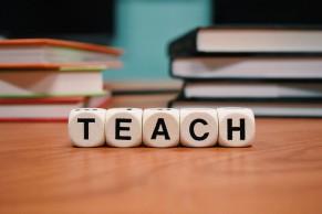 """教育部在线教育研究中心 关于2017年度""""混合式教学试点项目""""评选结果的通知"""